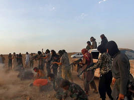 Islamic State Forces 250 Syrian Soldiers to Strip, Executes Them in the Desert